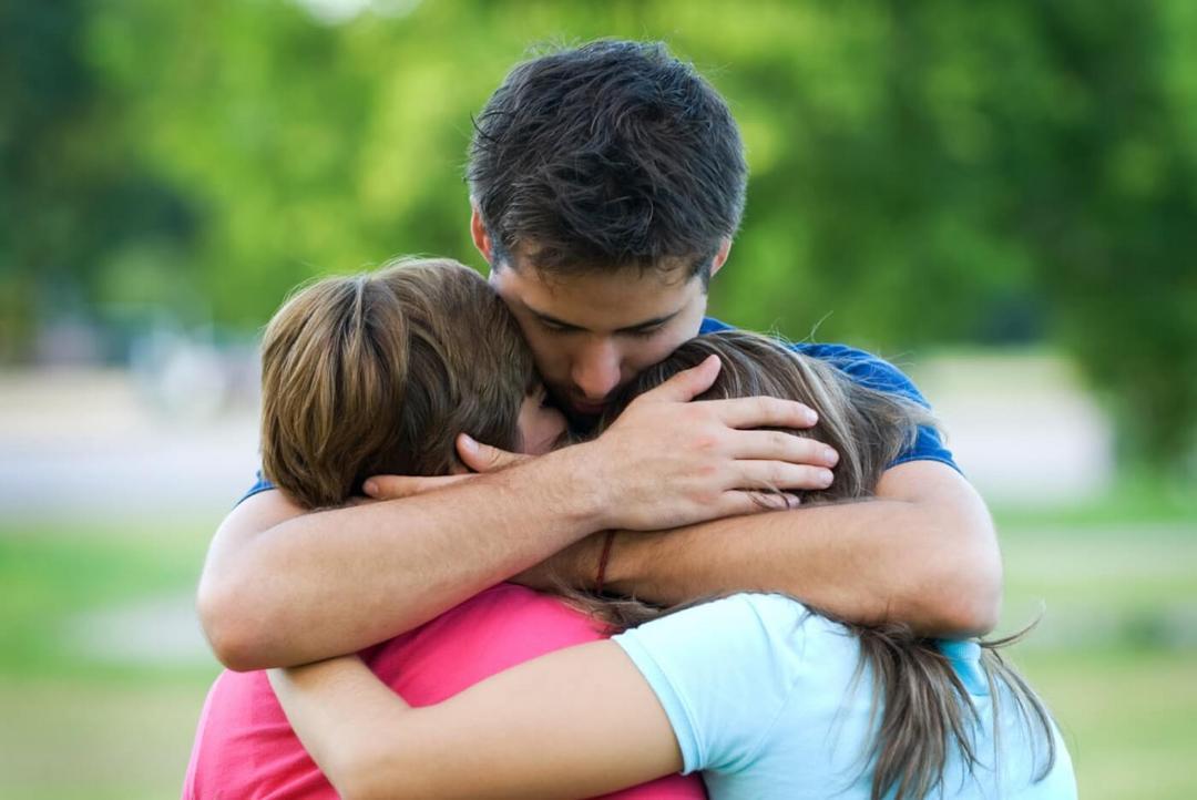 10 razões pelas quais precisamos de pelo menos 8 abraços por dia