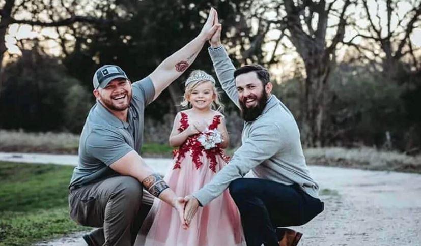 Pai e padrasto se tonaram amigos para dar o melhor para a sua filha