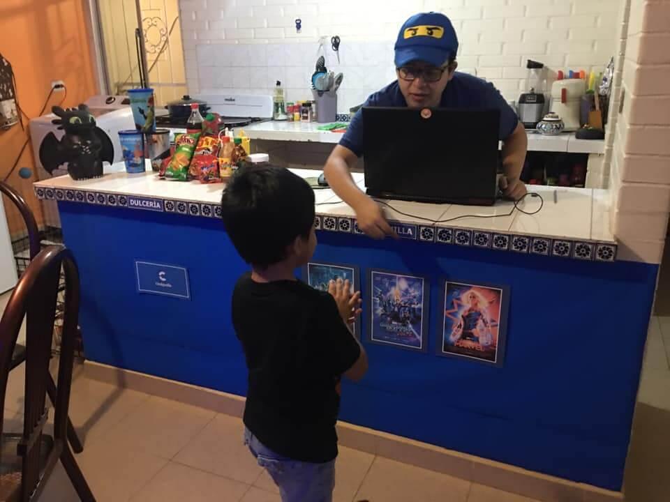 Pais criam cinema em casa (impressionante) para divertir o filho pequeno em meio à pandemia - Papo de Pai