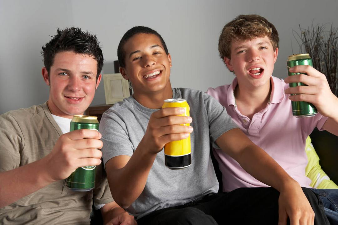 Campanha brilhante alerta sobre problemas no consumo de álcool na criação dos filhos - Papo de Pai
