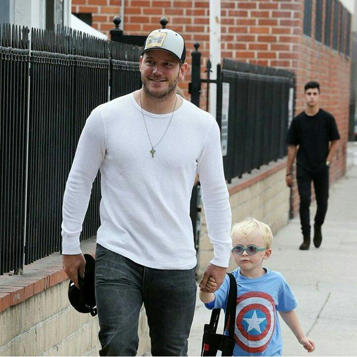 Chris Pratt leva filho de sete anos a distribuir comida pelos sem-abrigo - Papo de Pai