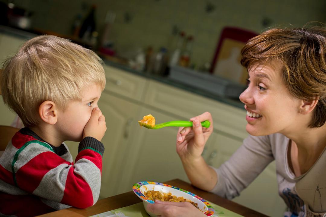 Como ensinar suas crianças a não ter complexos com alimentação - Papo de Pai