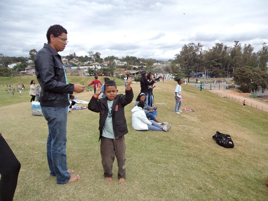 Por que devemos elogiar menos, conscientizar mais e dar tempo para nossos filhos? - Papo de Pai