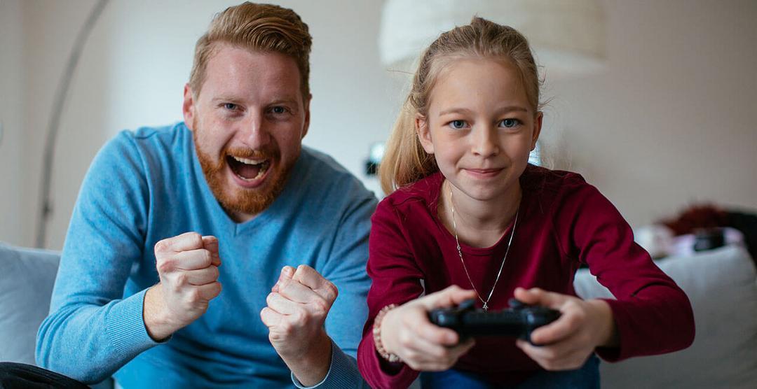 Estudos apontam Jogar videogame com sua filha faz bem a saúde dela - Papo de Pai