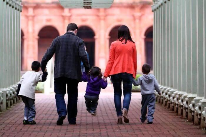Juíza dá prioridade a processos de adoção e não deixa nenhuma criança sem lar