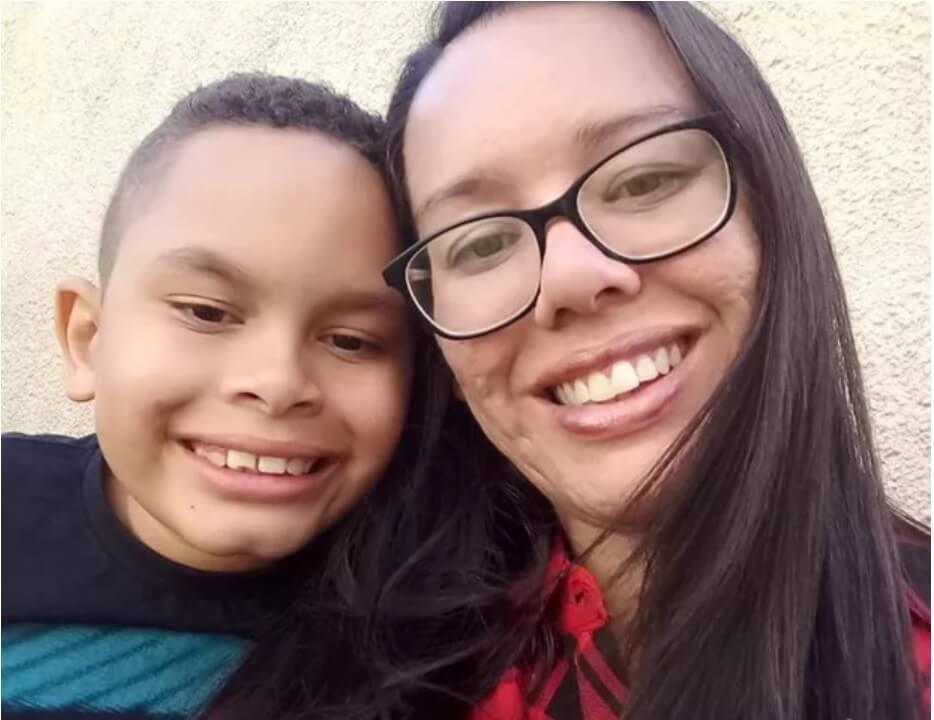 Menino autista pede ao Papai Noel que seu amigo, também autista, aprenda a falar