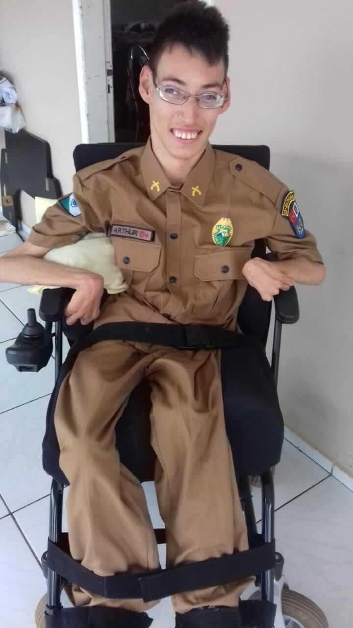 Jovem com paralisia cerebral é levado para dar volta de caminhão
