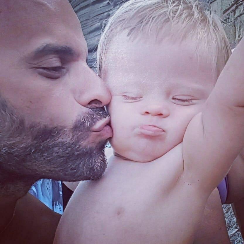 Pai adota garotinha com Síndrome de Down e rejeitada por 20 famílias - Papo de Pai
