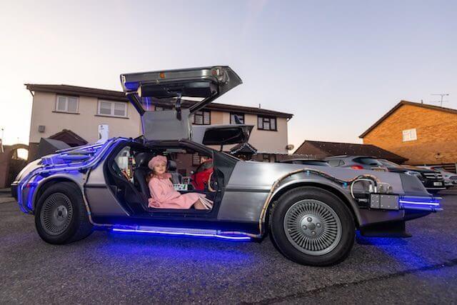 Pai cria DeLorean de volta ao futuro para buscar crianças na escola - Papo de Pai