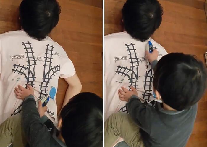Pai cria camiseta para que filho faça uma massagem enquanto brinca - Papo de Pai