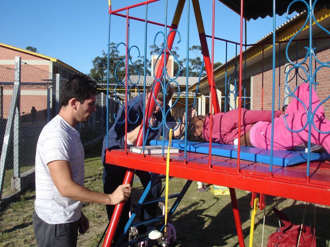Pai cria primeiro parquinho adaptado para crianças deficientes em homenagem a sua filha - Papo de Pai