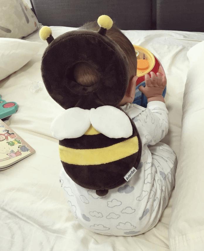 Sensacional! Mochila que protege a cabeça dos bebês contra quedas faz sucesso com os pais - Papo de Pai