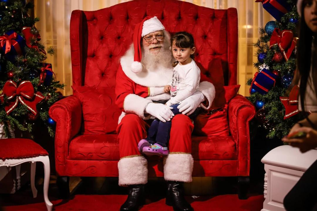 Shoppings nos Estados Unidos criam alternativa para crianças com autismo conhecerem o Papai Noel - Papo de Pai