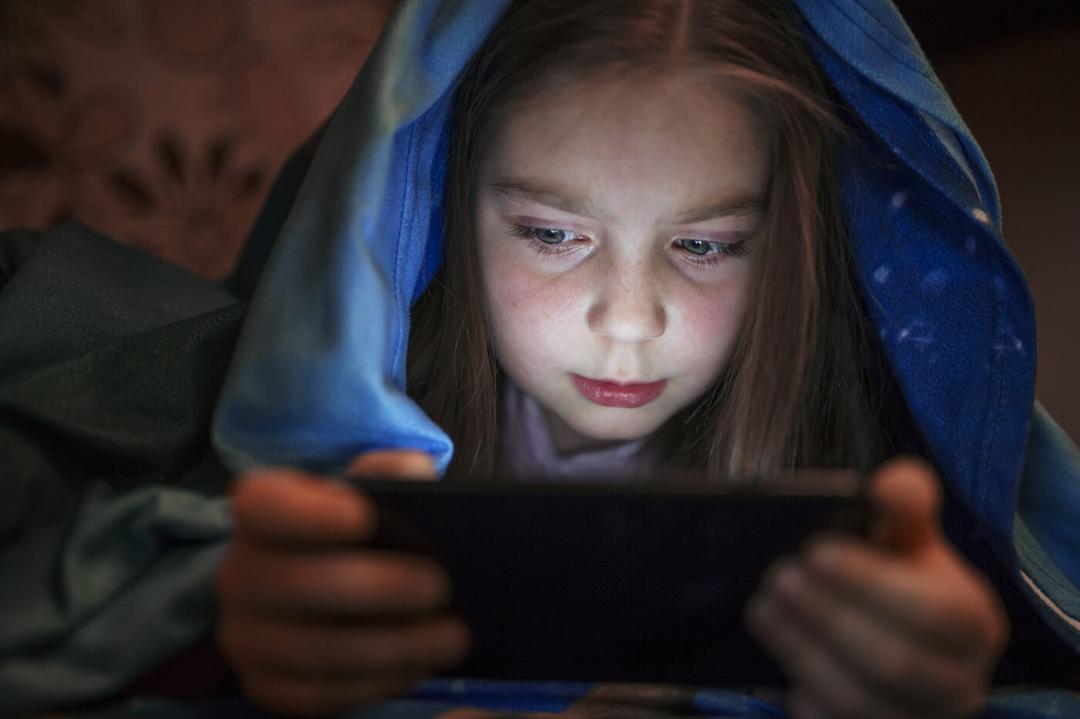 Tempo de exposição a eletrônicos faz com que crianças desenvolvam ataques de fúria e depressão - Papo de Pai