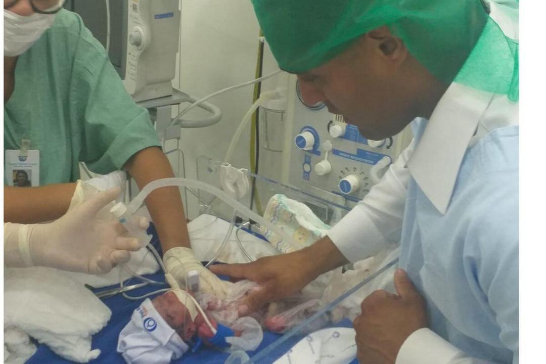 Tenente Bahia comemora 1ª semana da filha em casa, após 70 dias - Papo de Pai