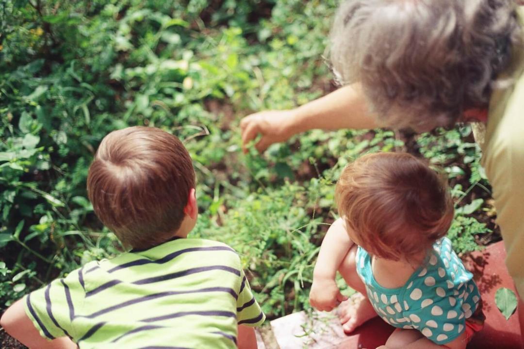 Como convencer seus pais a ficarem em casa durante a quarentena - Papo de Pai