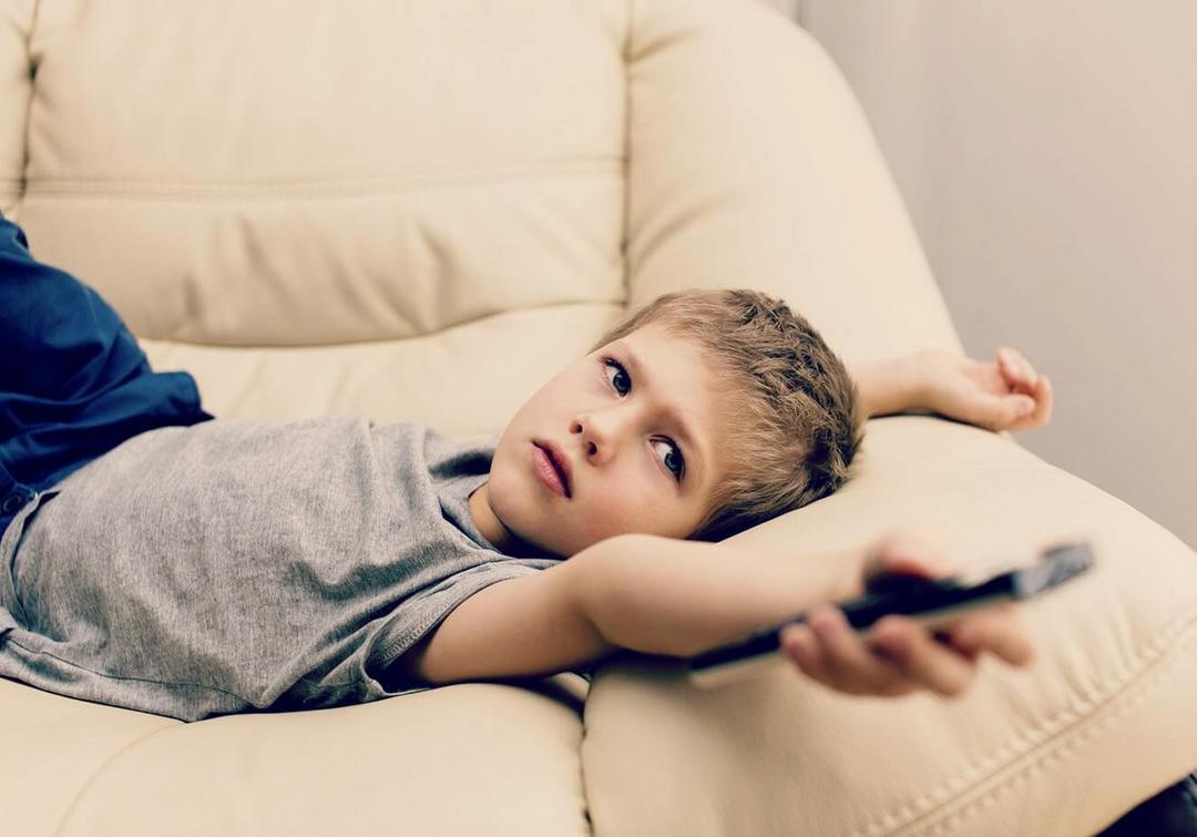 A importância de buscar alternativas que tirem as crianças da frente de celulares, tablets e TV's - Papo de Pai
