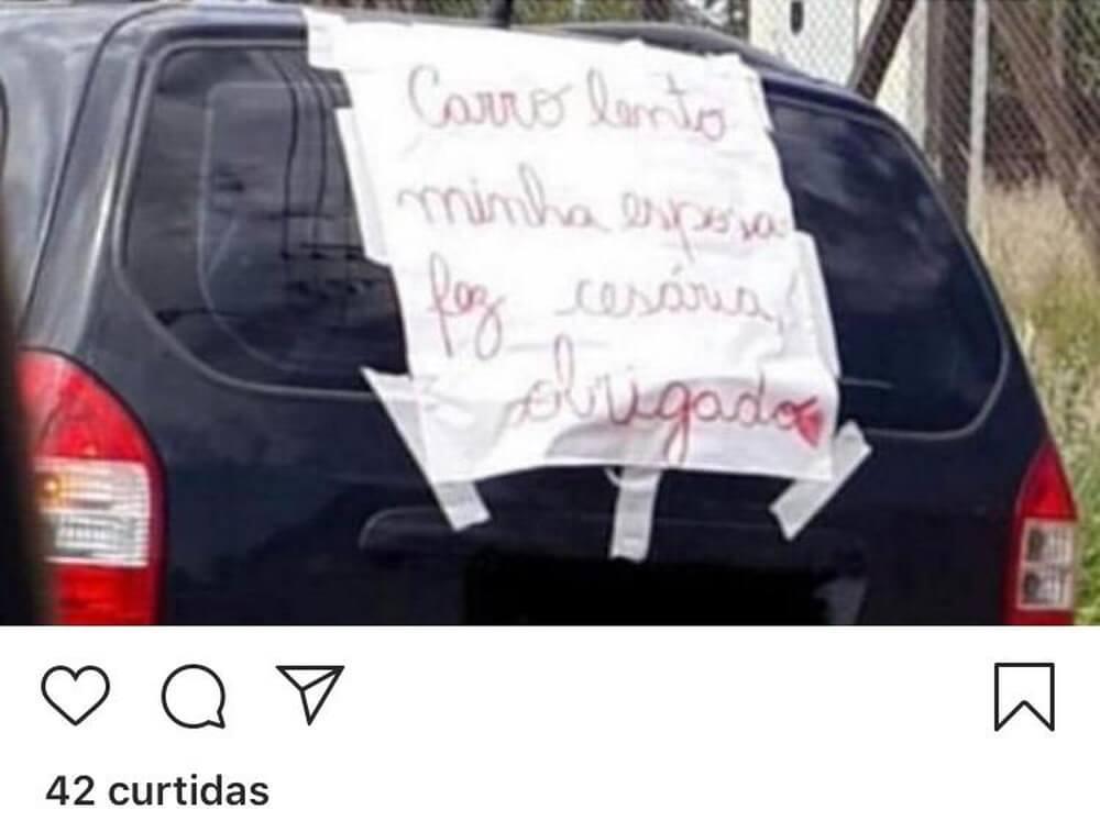 Após cesárea, Pai coloca cartaz sincero no carro e bomba na web - Papo de Pai