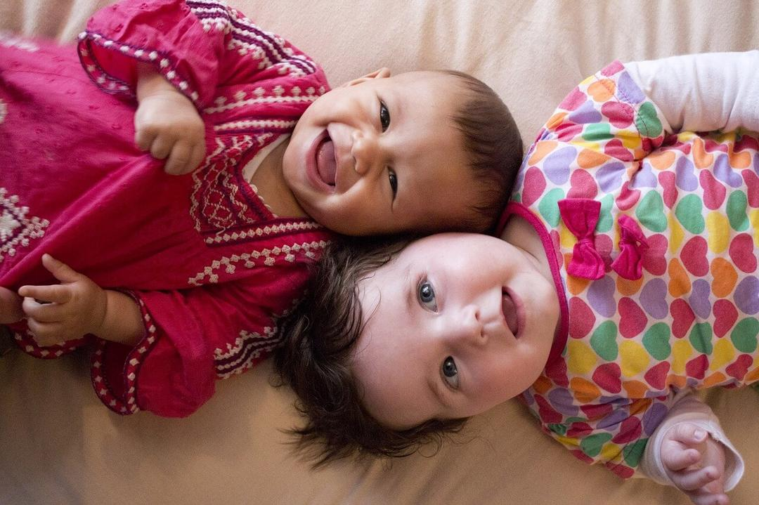 Estudo aponta - 39% dos brasileiros admitem postar fotos de seus filhos com poucas roupas - Papo de Pai