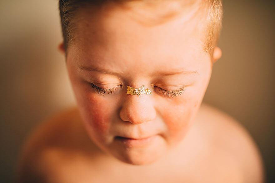 10 anos após um hospital católico sugerir o aborto, este fotógrafo mostra como é lindo o filho com síndrome de Down - Papo de Pai