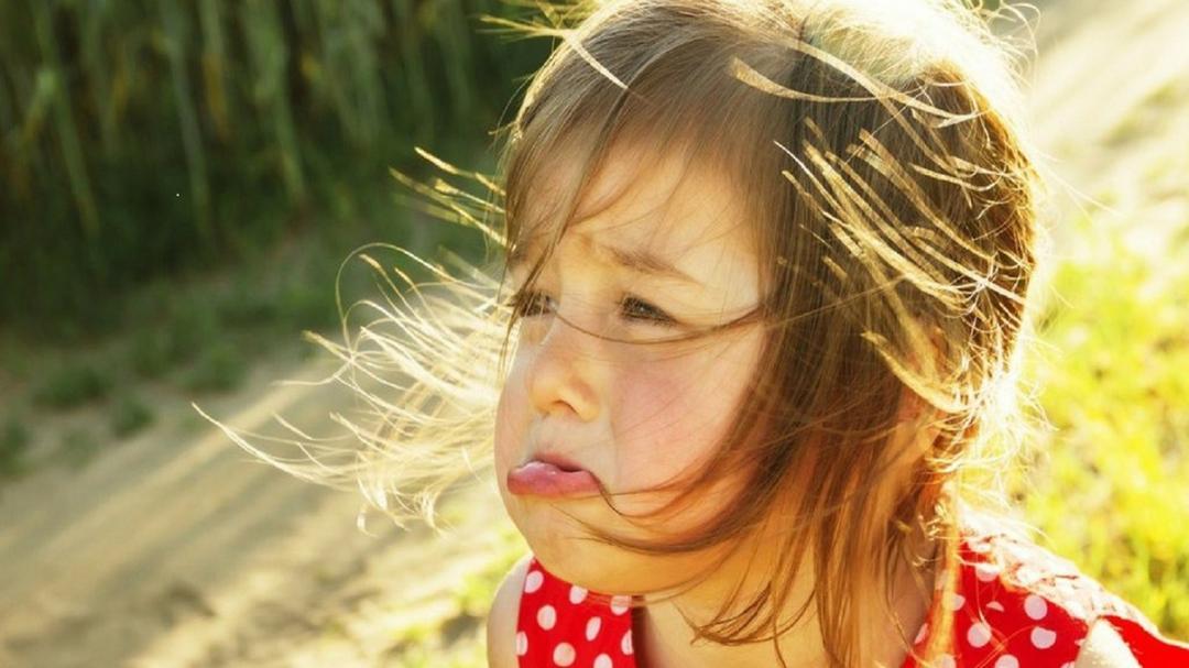 O que um pai pode dizer a uma criança que chora em público - Papo de Pai