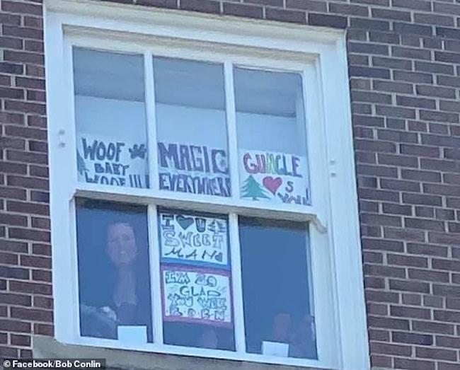 Impedido de visitar esposa grávida, babão orgulhoso escreve mensagens de amor em frente ao hospital - Papo de Pai