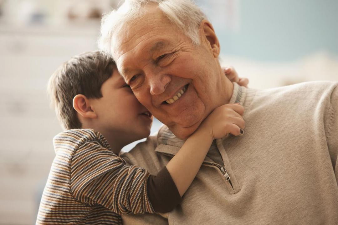 Estudo comprova - Avós que cuidam dos netos vivem mais