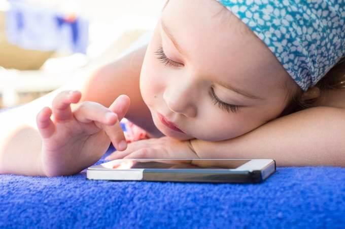Estudo comprova - Brinquedos eletrônicos podem causar atrasos na linguagem - Papo de Pai