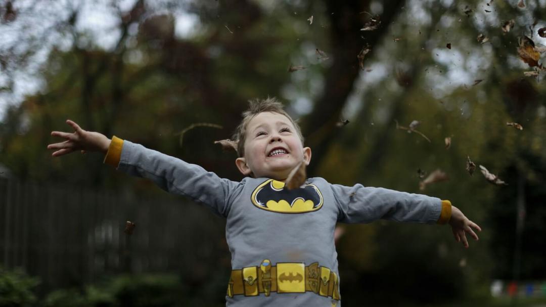 Estudo comprova: crianças são mais perseverantes quando vestidas de Batman