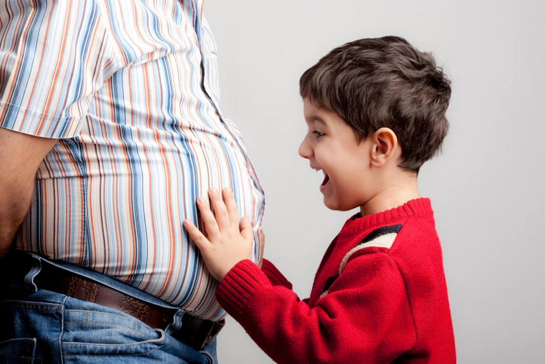Estudo comprova: homens engordam mais de 10 kgs após primeiro filho