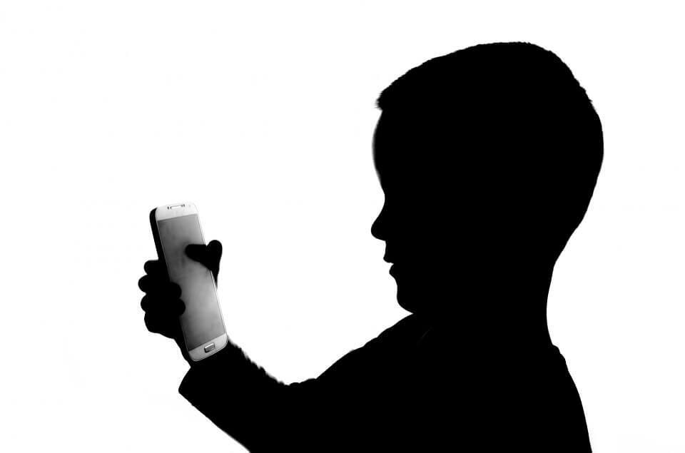Estudos revelam - Transtorno de dependência de tela é real e pode danificar o cérebro do seu filho - Papo de Pai