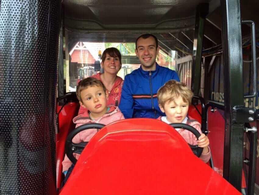 Família é surpreendida por seguranças ao tentar embarcar com seus dois filhos autistas