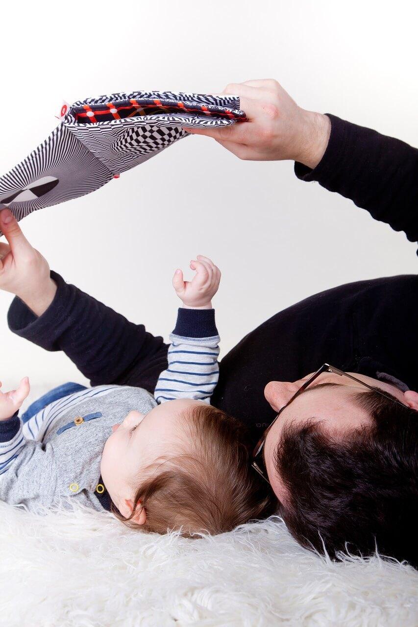 O importante papel do Pai no incentivo à leitura - Papo de Pai