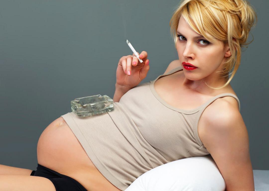 Fumar durante a gravidez - ultrassom mostra o efeito assustador nos bebê