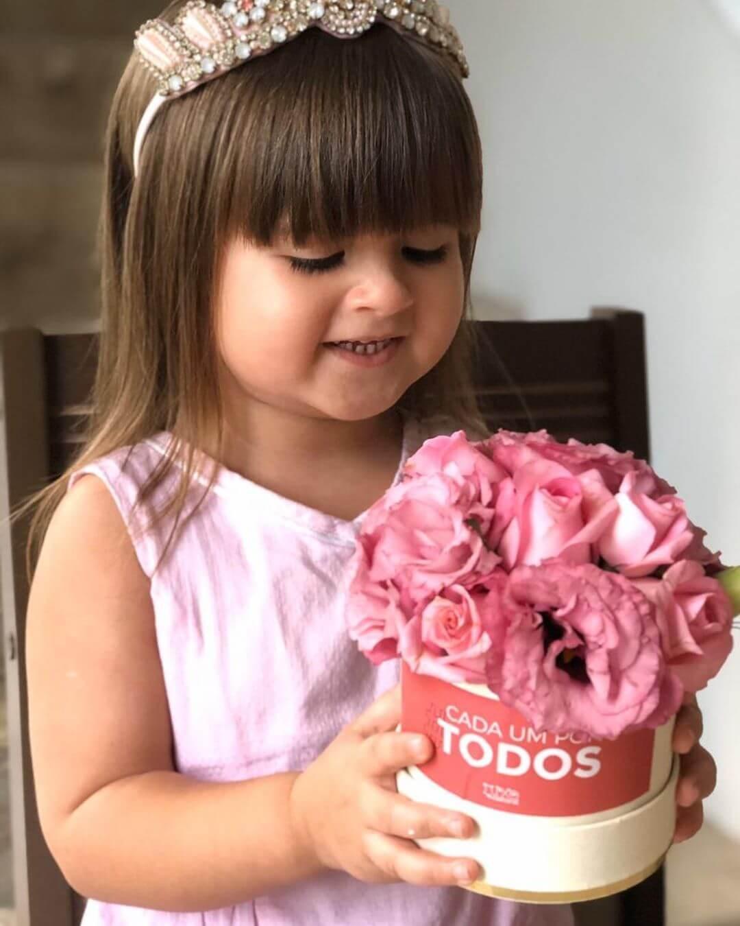"Menina de apenas 4 anos grava vídeo pedindo que o ""cololavílus"" vai embora e viraliza na internet - Papo de Pai"