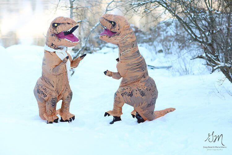 Melhor casal - Eles fizeram álbum de casamento fantasiados de T-Rex