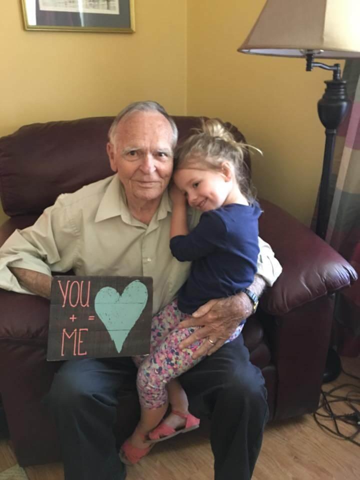 Menina vira melhor amiga de idoso e o ajuda a vencer a depressão - Papo de Pai