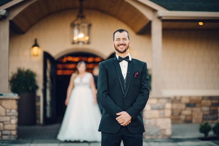 Noivo é trolado por melhor amigo que se vestiu de noiva em seu casório - Papo de Pai