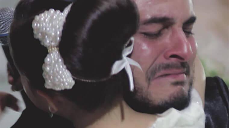 Noivo admite que ama outra, mas quando ele mostra quem é, a noiva cai no choro