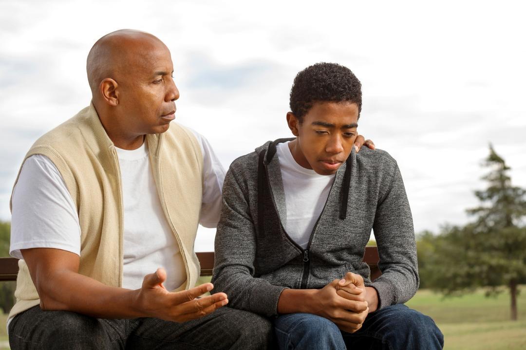 Quanto mais baixo você fala, mais seus filhos escutam - Papo de Pai