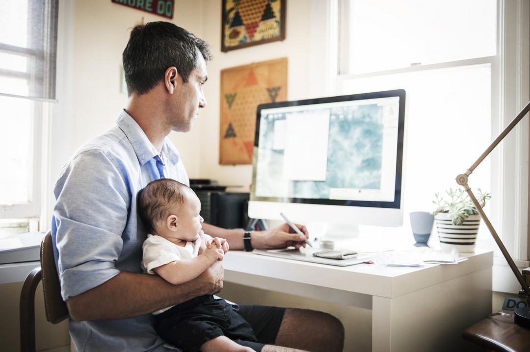 Dicas para trabalhar em casa e não descuidar dos seus filhos - Papo de Pai
