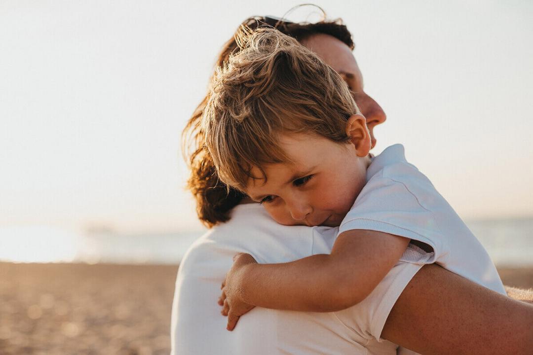 Pesquisas revelam que quanto mais você abraça seus filhos, mais eles se desenvolvem - Papo de Pai