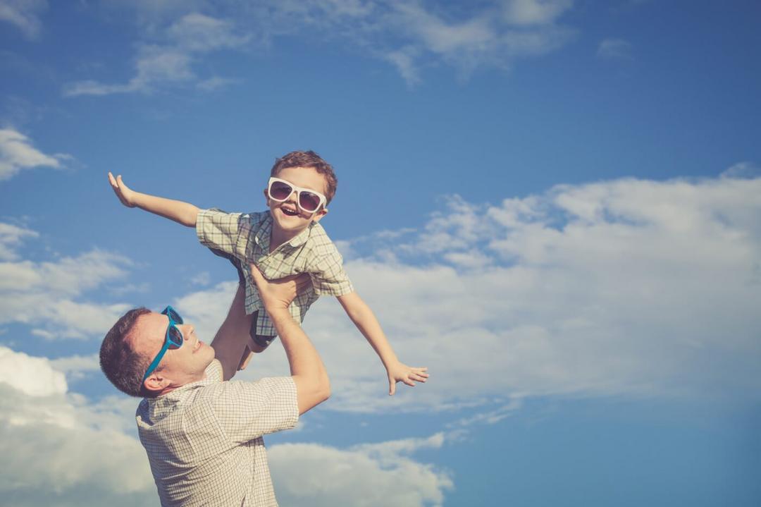 Quero viajar com meu filho menor de idade. Preciso da autorização do outro genitor - Papo de Pai