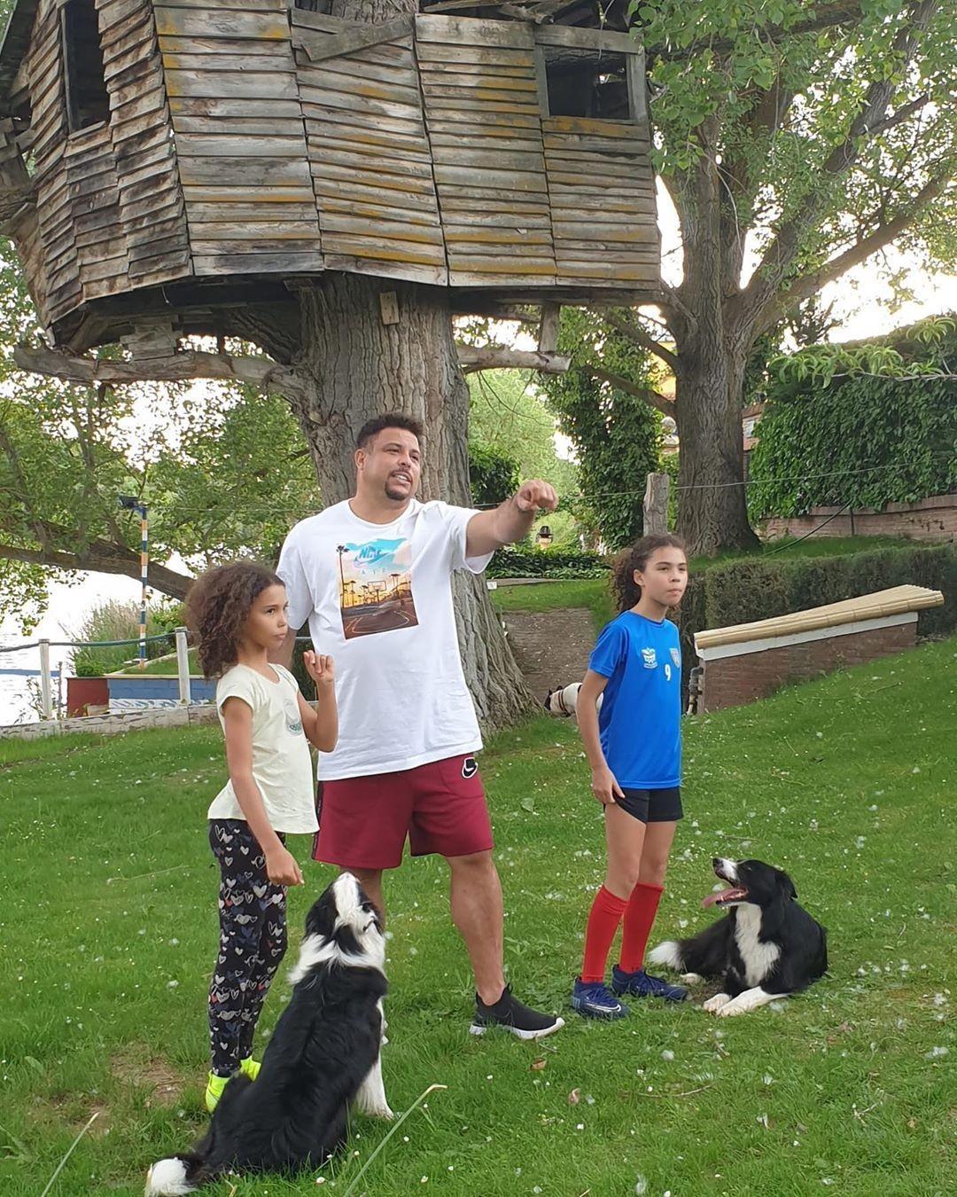 Ronaldo posta foto de casa na árvore das filhas e vira piada na internet - Papo de Pai