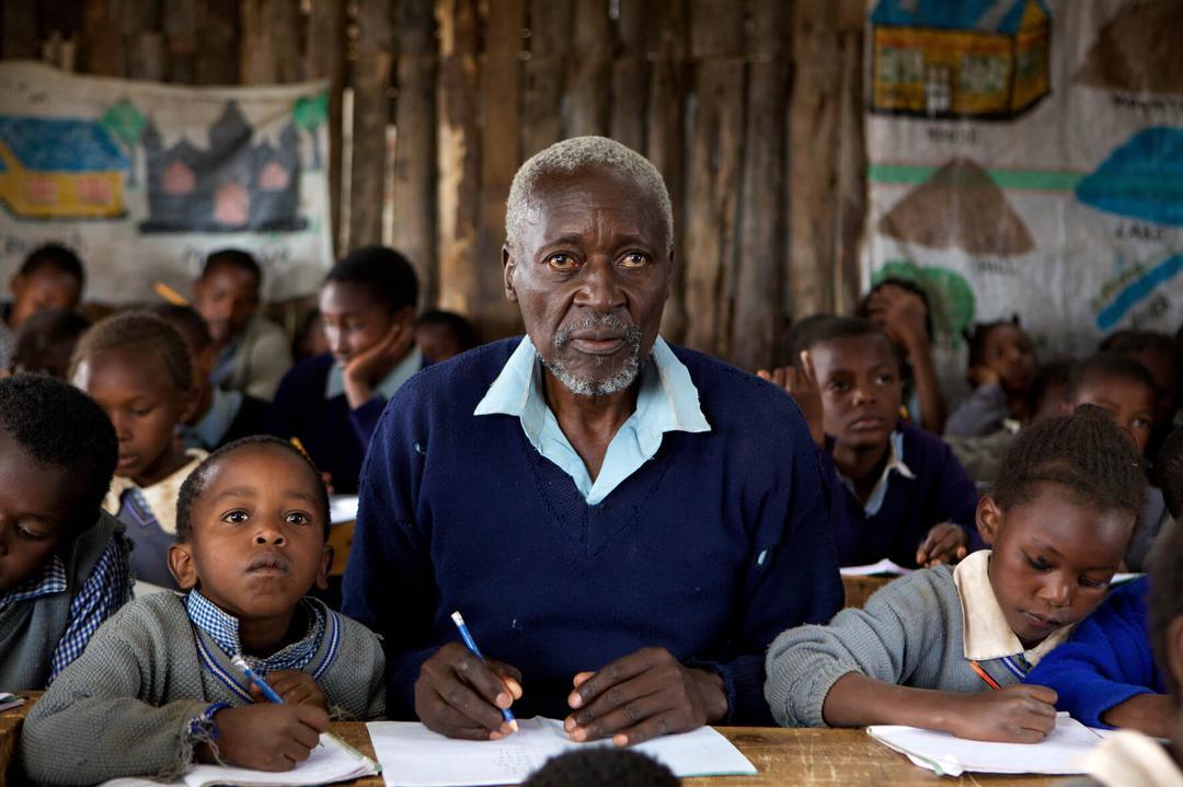 Ele soube da má conduta do filho na escola e decidiu acompanhar o filho nas aulas - Papo de Pai