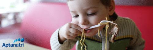 Talheres para os pequenos: quando e como começar a usar?