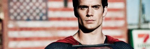 Ator de Superman acompanha seu sobrinho até a escola para provar que o menino não estava mentindo