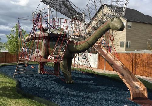 Conheça o babão que criou o maior parquinho de quintal do mundo!