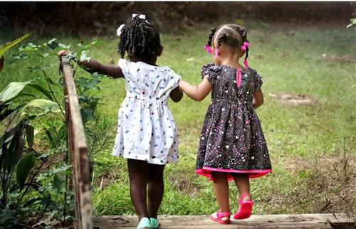 Por que devemos elogiar menos, conscientizar mais e dar tempo para nossos filhos?